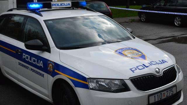 Vozač (62) išao prebrzo i sletio s ceste, poginuo putnik (61)