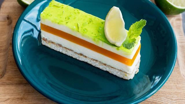 Pjenasti kolač od limete s kremom od manga i vanilijom