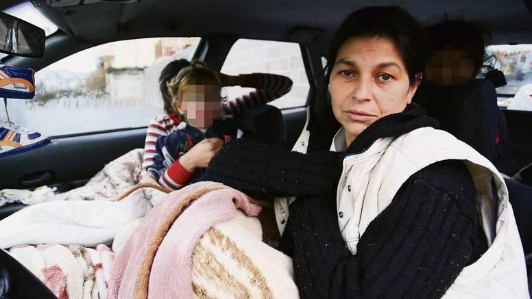 Spavaju na parkingu: Majka s četvero djece živi u automobilu