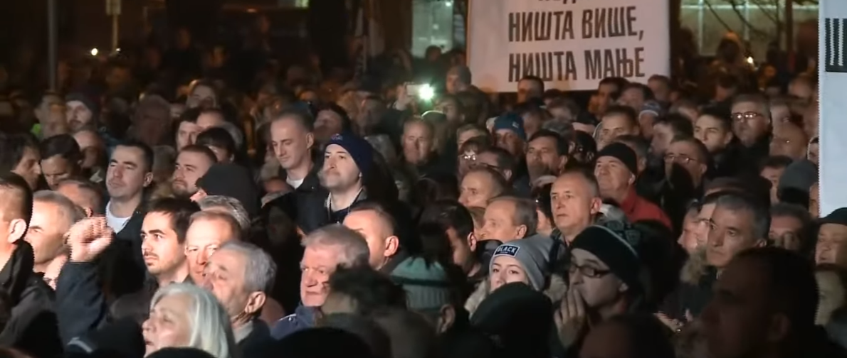 U Banjoj Luci skup za i protiv Dodika: 'Lopove, izdajniče!'