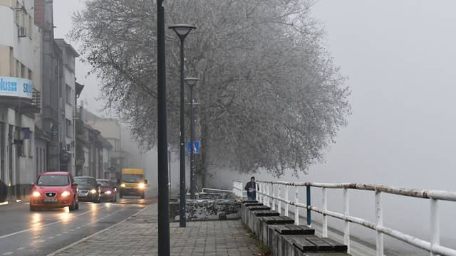 Gužva na cestama: Magla i kiša otežavaju promet  diljem RH
