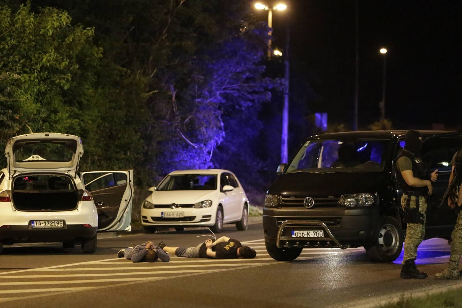 Mostar: Policija s dugim cijevima uhitila tri osobe