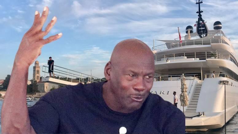 Air Mike, jel može to malo tiše? Policija na Jordanovoj jahti jer je preglasno puštao muziku?!