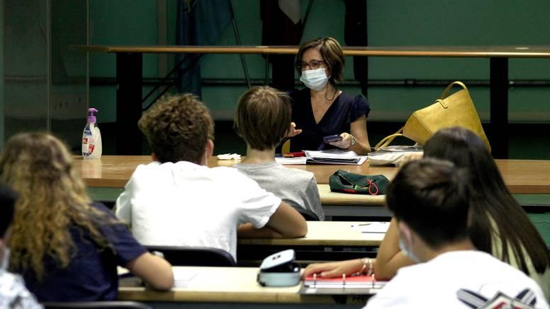 Počela škola uz nešto blaže mjere: Učenici se mogu družiti, ne moraju svi nositi maske