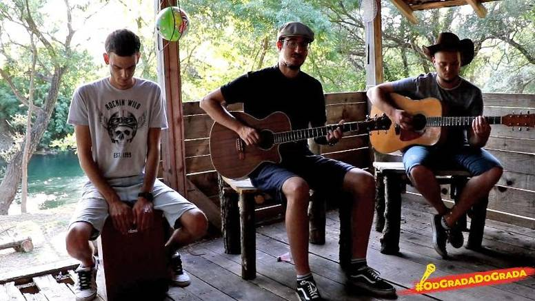 Vinko Ćemeraš s bendom Talvi Tuuli zapjevao je pokraj rijeke