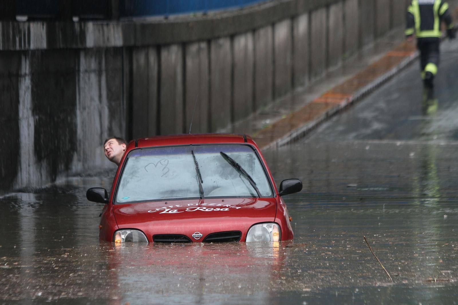 Pet koraka: Što učiniti kada vam obilne kiše poplave auto?