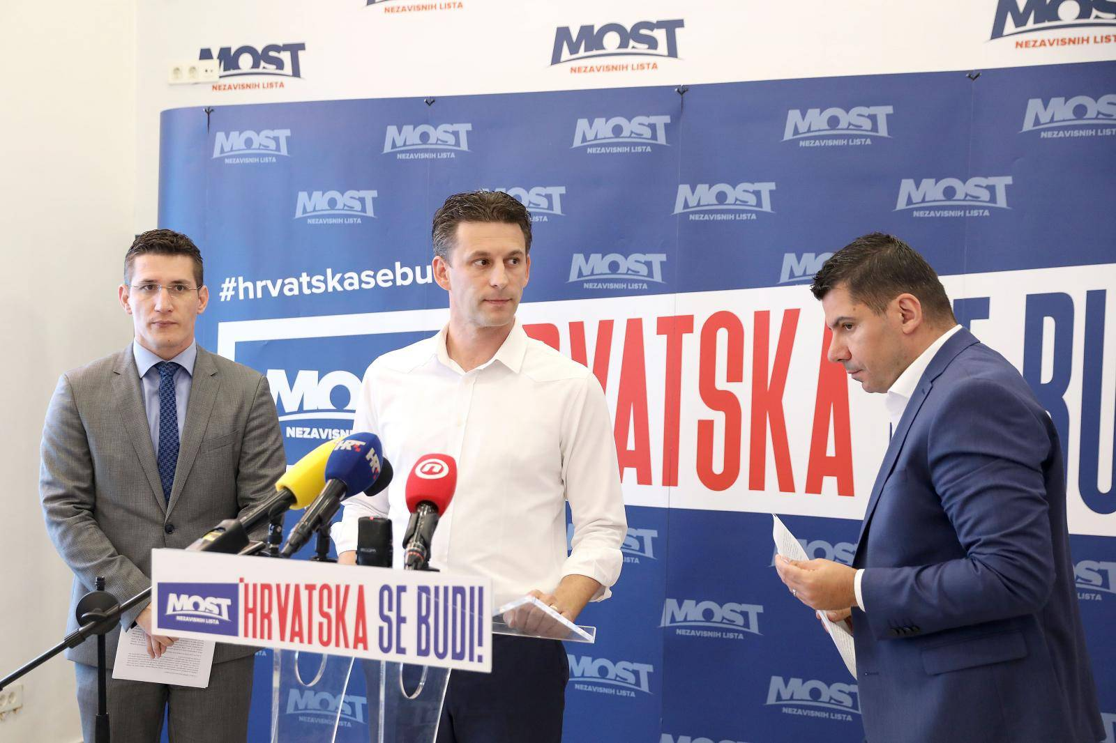 Zagreb: Božo Petrov, Nikola Grmoja i Vladimir Troskot govorili o problemima ovrha