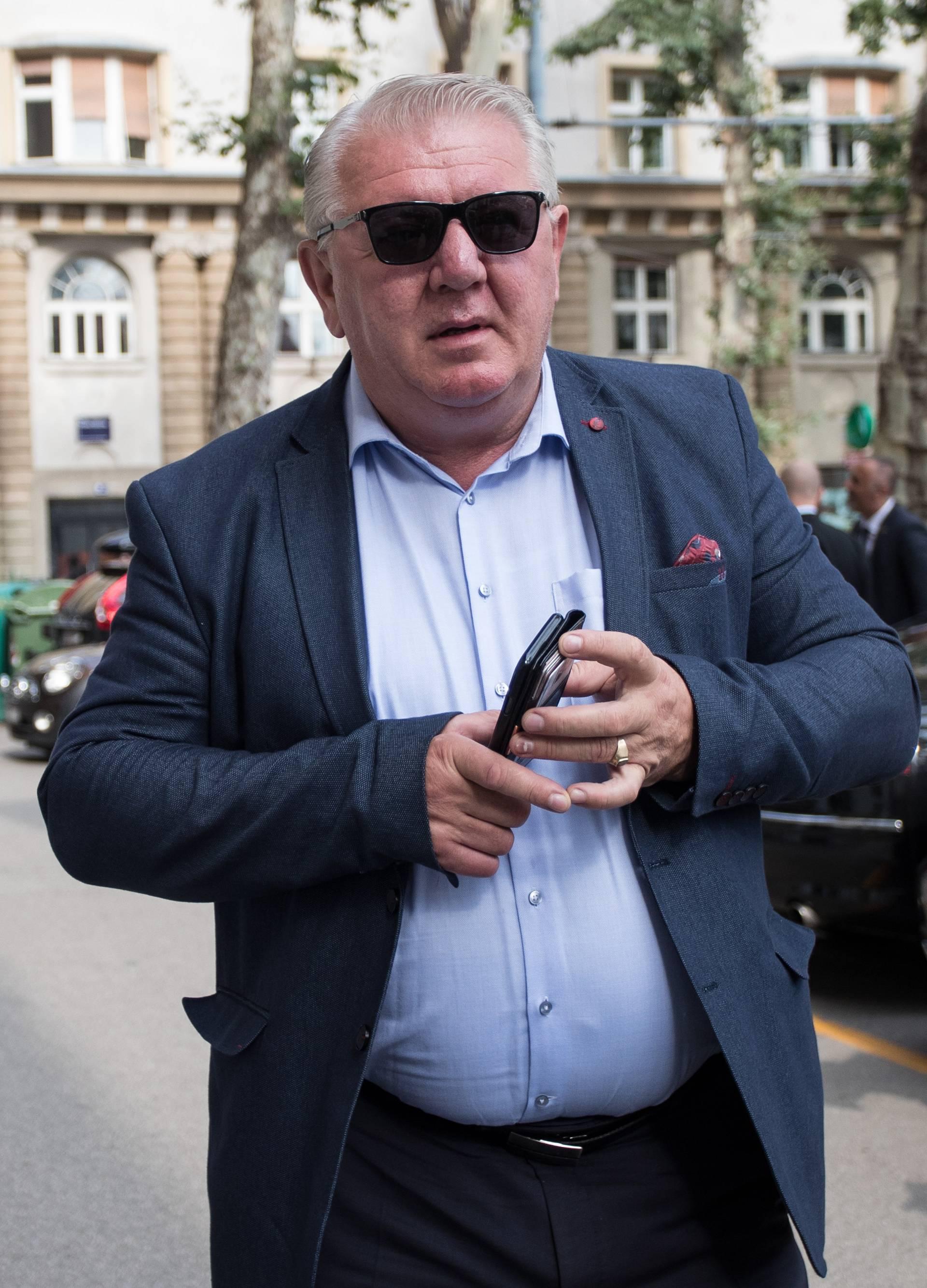 'Tražimo Đakićevu ostavku zbog nekorektnog ponašanja!'
