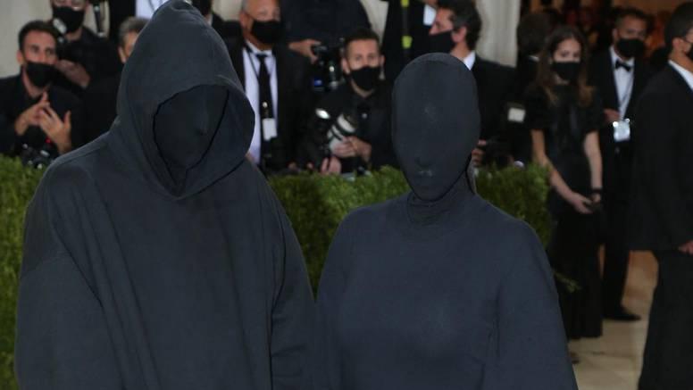 Outfit Kardashianke s Met Gale podigao je nezapamćen interes, ali s njom ipak nije bio Kanye