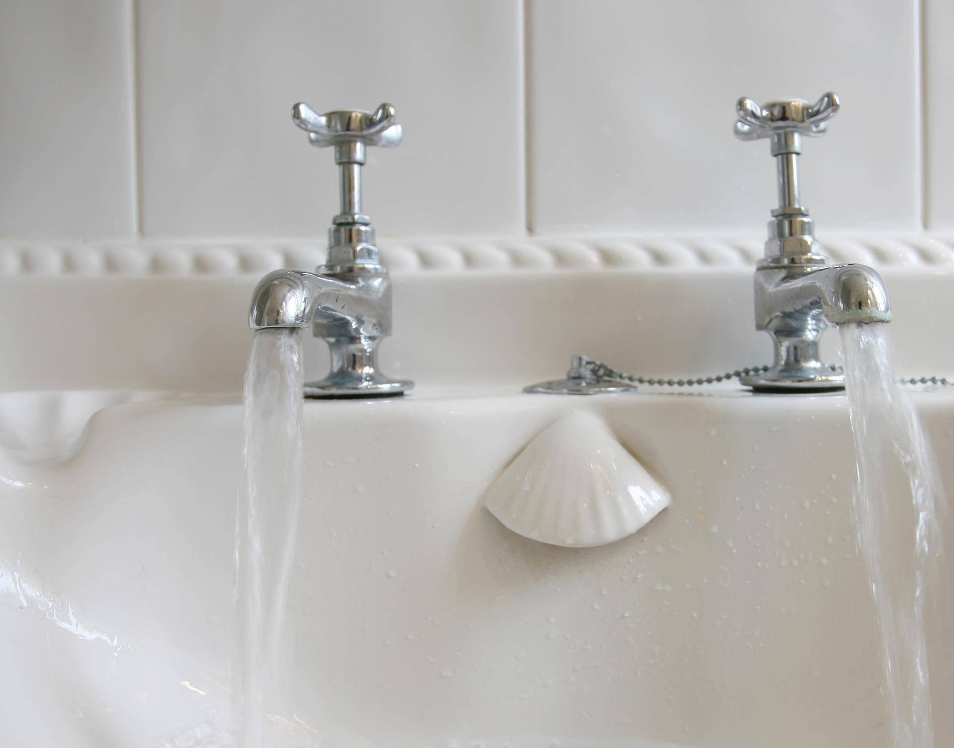 Zašto Britanci  imaju dvije pipe, s toplom i hladnom vodom?