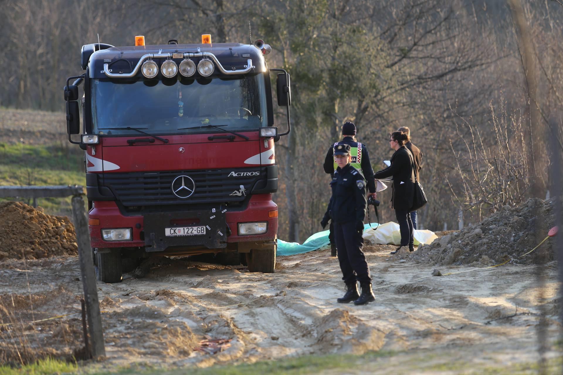 Nesreća: Kamion je istovarivao zemlju i pregazio vlasnika kuće