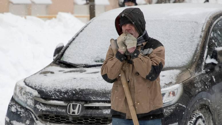 U Moskvi palo 56 centimetara snijega, ulice čisti 60.000 ljudi