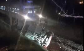 Autom sletio na prugu i završio na krovu ispred vlaka u Zaboku