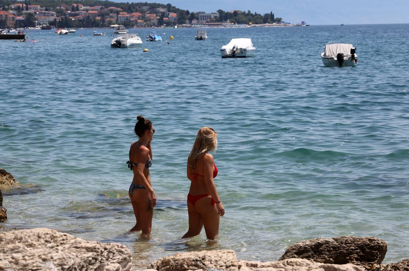 Crikvenica: Kupači na jednoj od gradskih plaža