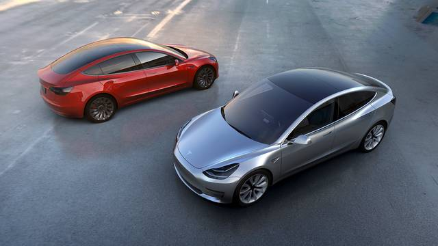 Uz aute, Tesla želi proizvoditi i električne autobuse i kamione