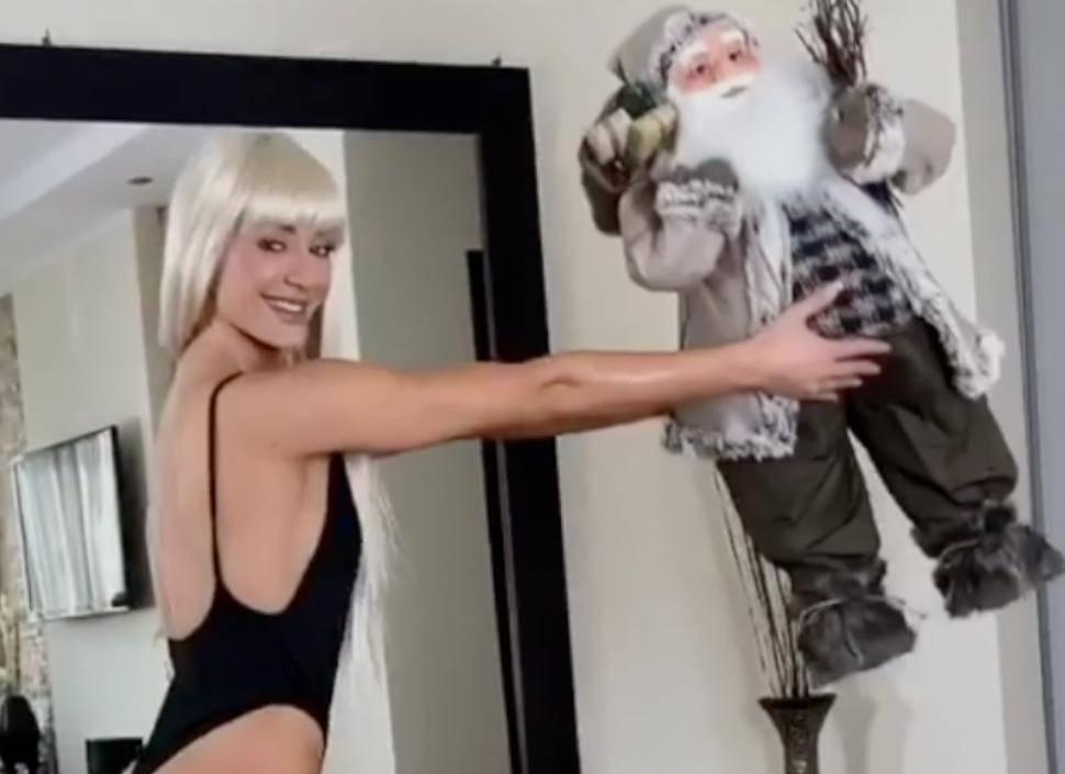 Posebni trening u trikou: Diana vježba s - božićnim patuljkom