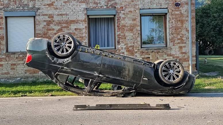 BMW kod Pleternice završio na krovu: 'Cijelo selo se probudilo, čulo se kao da je bomba pala'