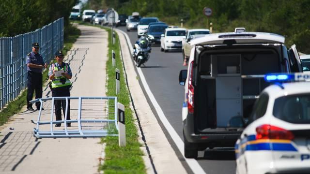 Jedna osoba poginula, dvoje ozlijeđeno u prometnoj nesreći kod Zadra