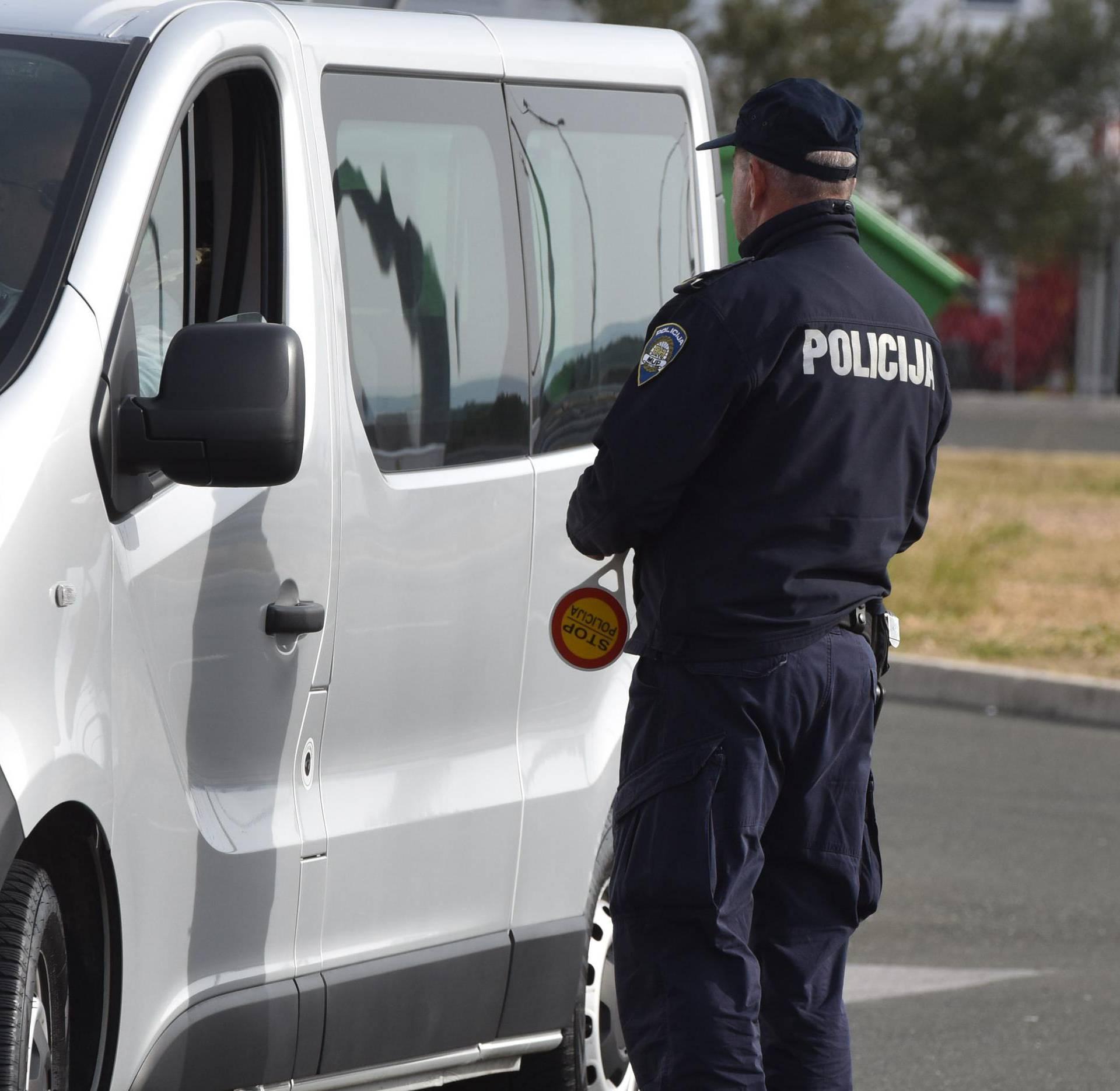 Velika policijska akcija na autocesti A-1 Zagreb-Split kod odmorišta Prokljan