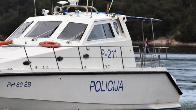 HGSS i Obalna straža u potrazi za ribarom: Našli samo barku...