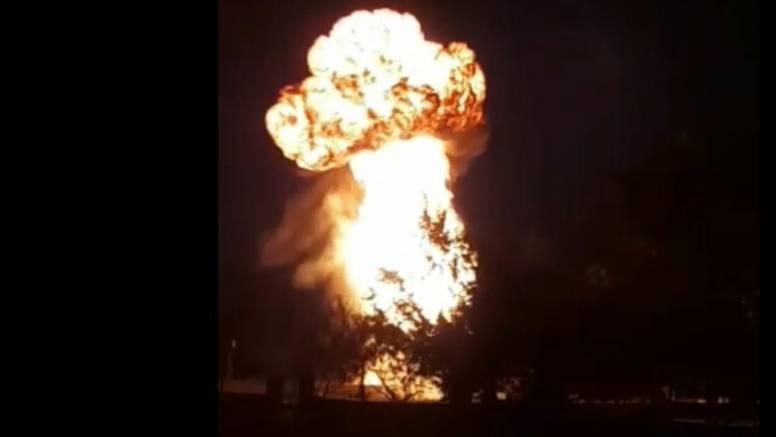 VIDEO Pogledajte trenutak eksplozije trafostanice blizu Benkovca. Selo ostalo bez struje