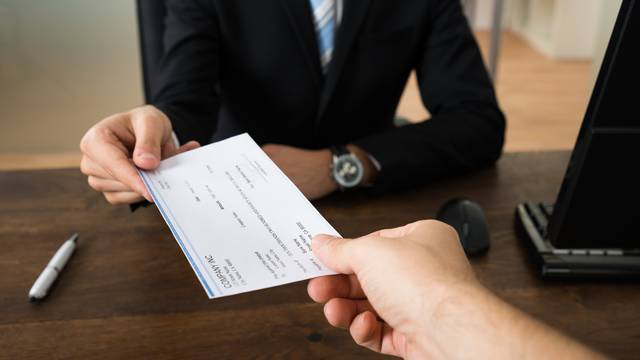 Saznajte što je najbolje napraviti s prvom plaćom!
