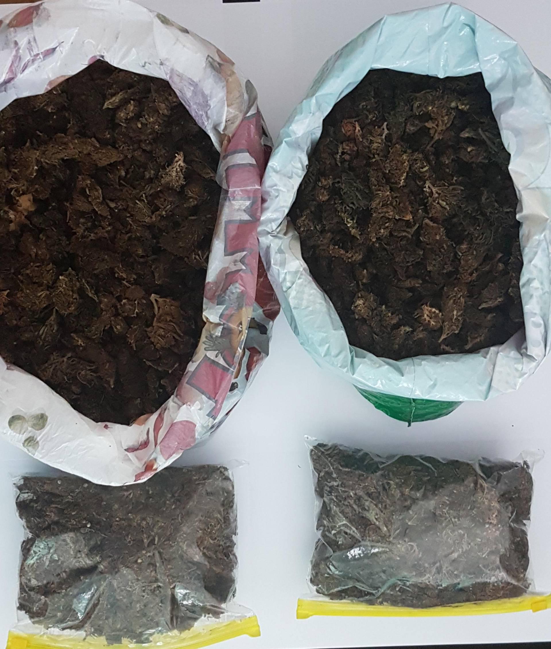 Splitska policija slučajno našla 3,5 kilograma 'trave' u autu