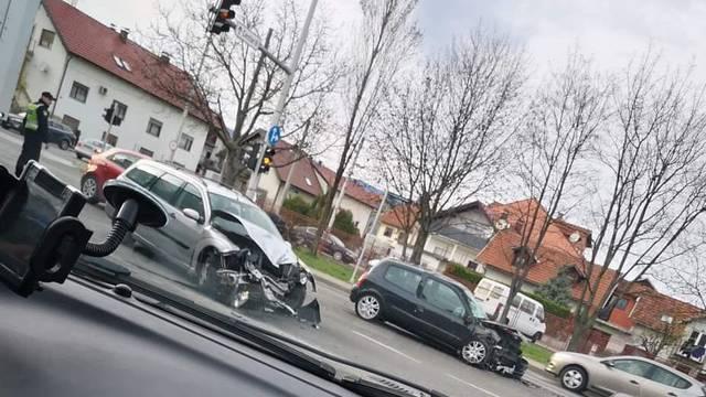 'Potpuno su uništeni': Sudarila se dva auta, dvoje ozlijeđenih