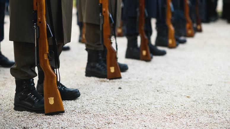 ANKETA Treba li se ponovno uvesti obavezni vojni rok?