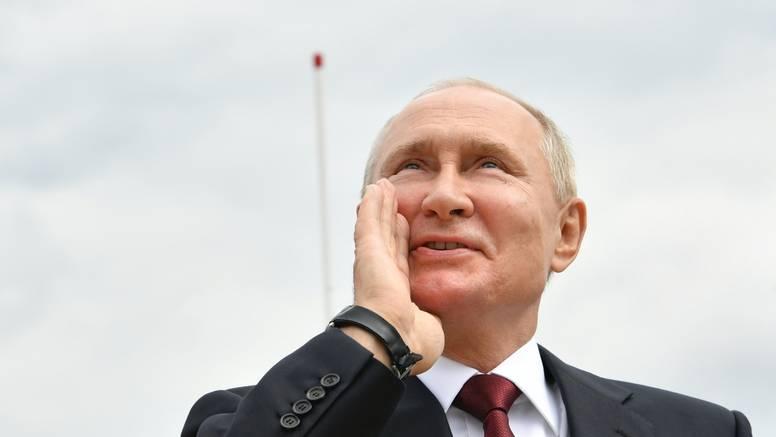 Vladimir Putin u samoizolaciji