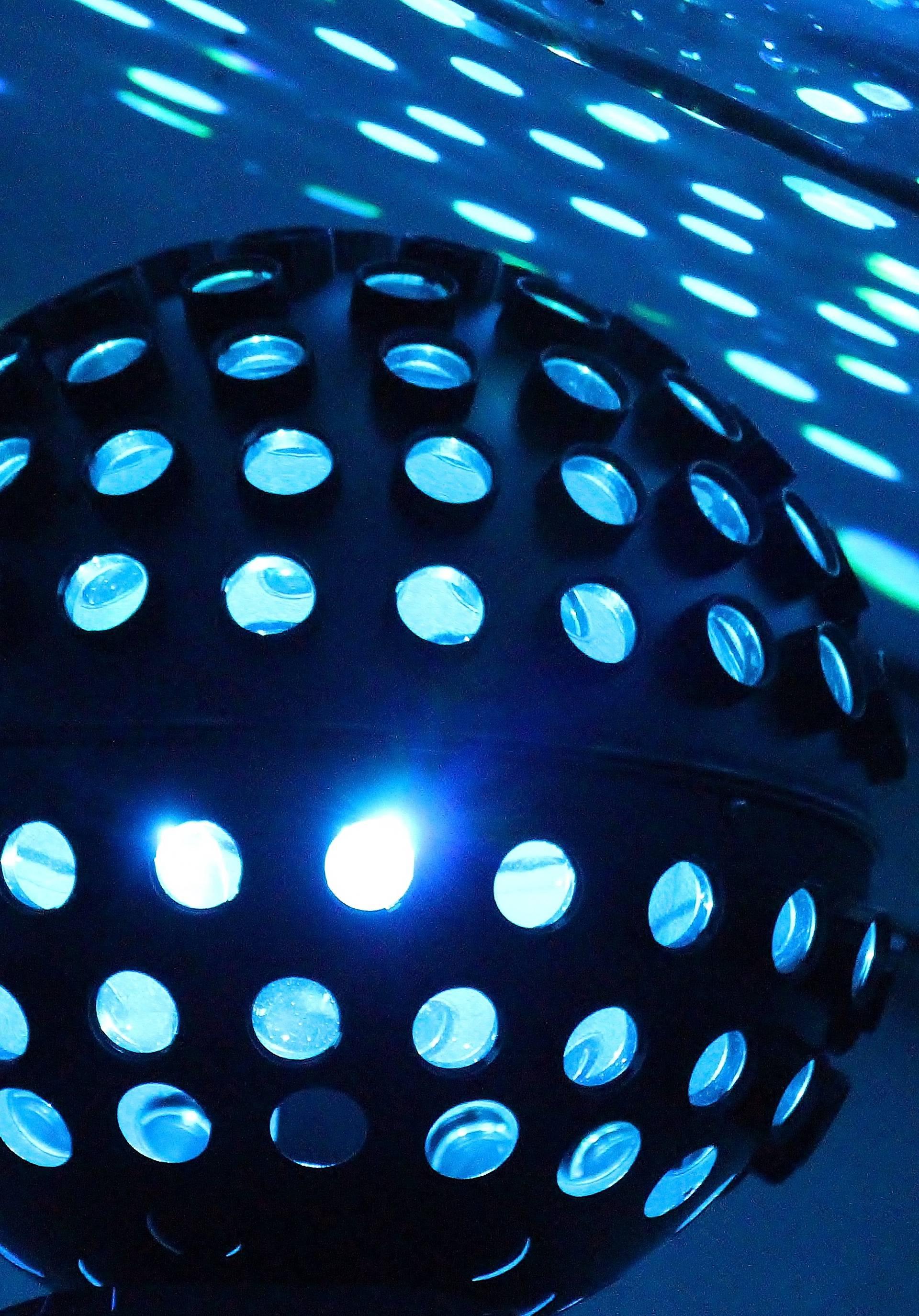 Saten i šljokice bili su glavni dodatak na ludom disco podiju