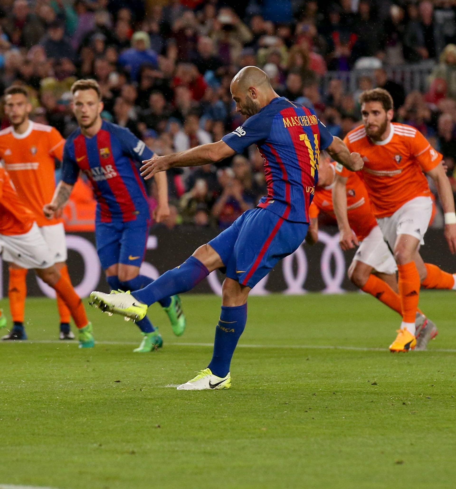 Football Soccer- Spanish La Liga Santander - Barcelona v Osasuna