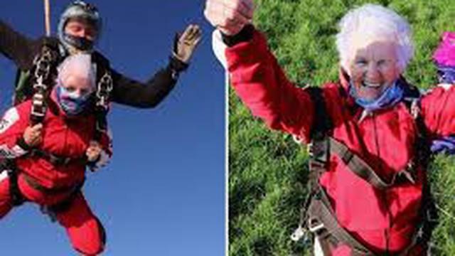 90-godišnja baka skače padobranom