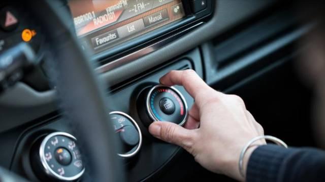 Klima u autu: Kako je koristiti da ne dobijete upalu, prehladu