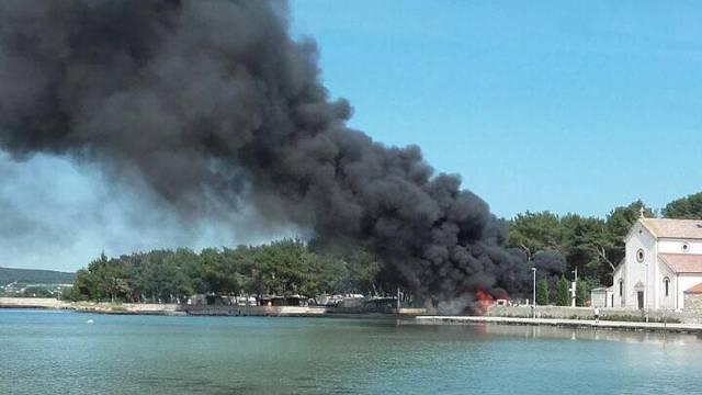 Pet kamp kućica izgorjelo u požaru u kampu na Pašmanu