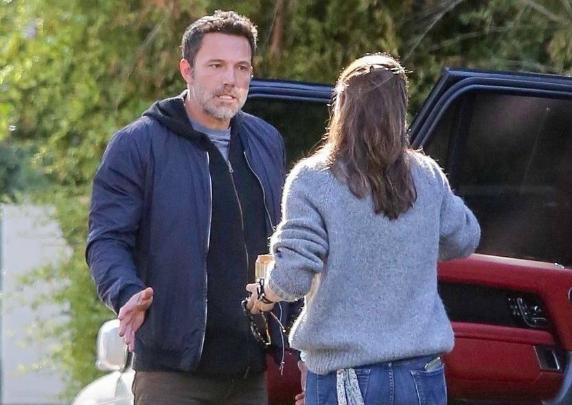 Ben Affleck and Jennifer Garner have a tense conversation outside her house