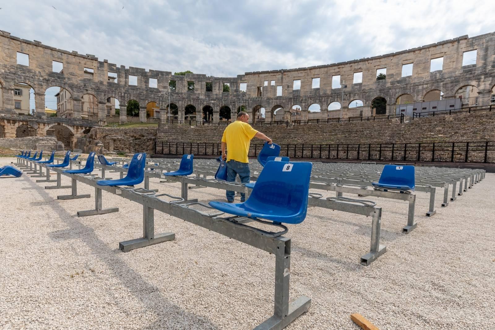 Pula: U Pulskom amfiteatru započelo postavljanje stolica za filmski festival