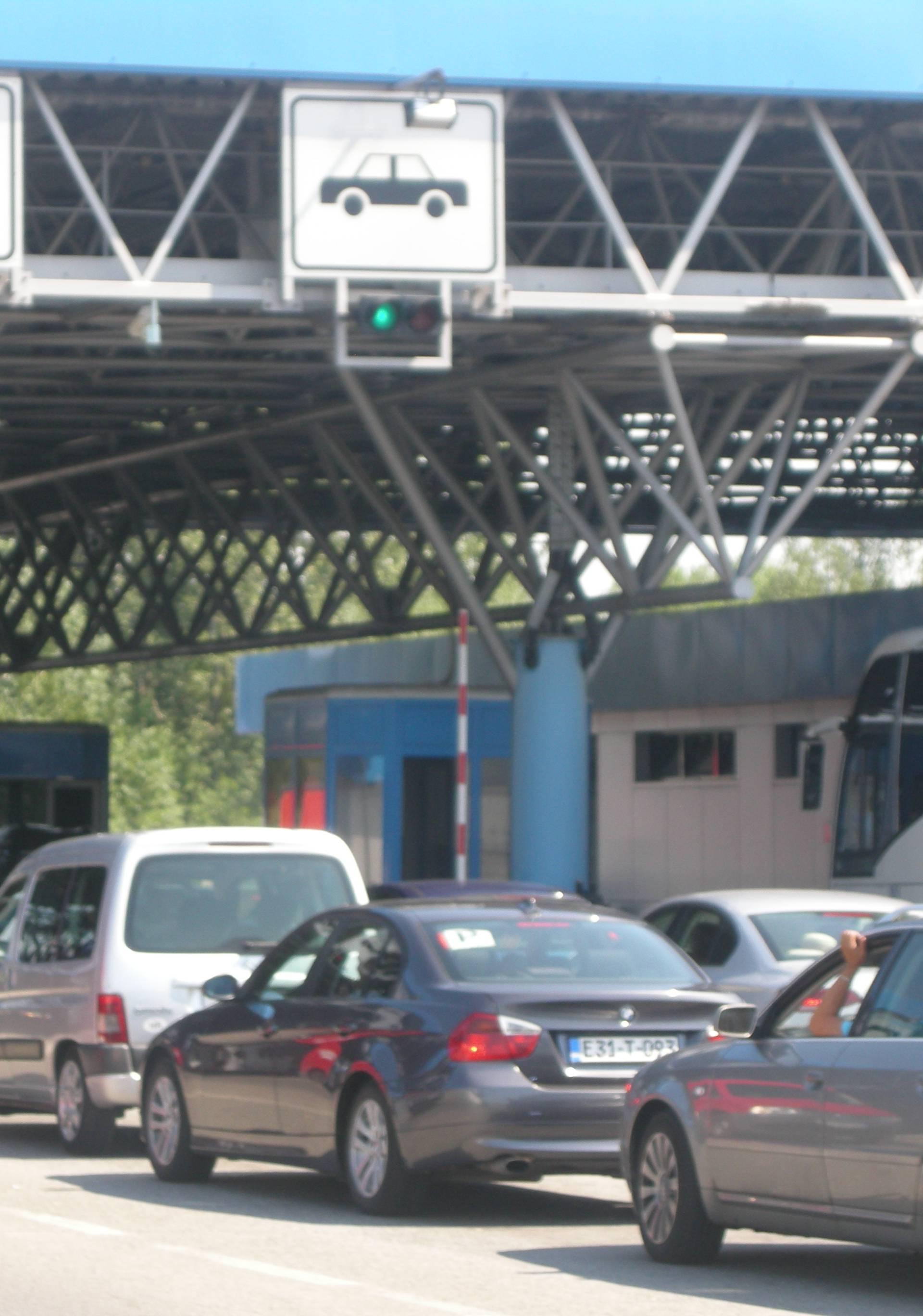 Autom je u Hrvatsku pokušao prošvercati 49 šteka cigareta