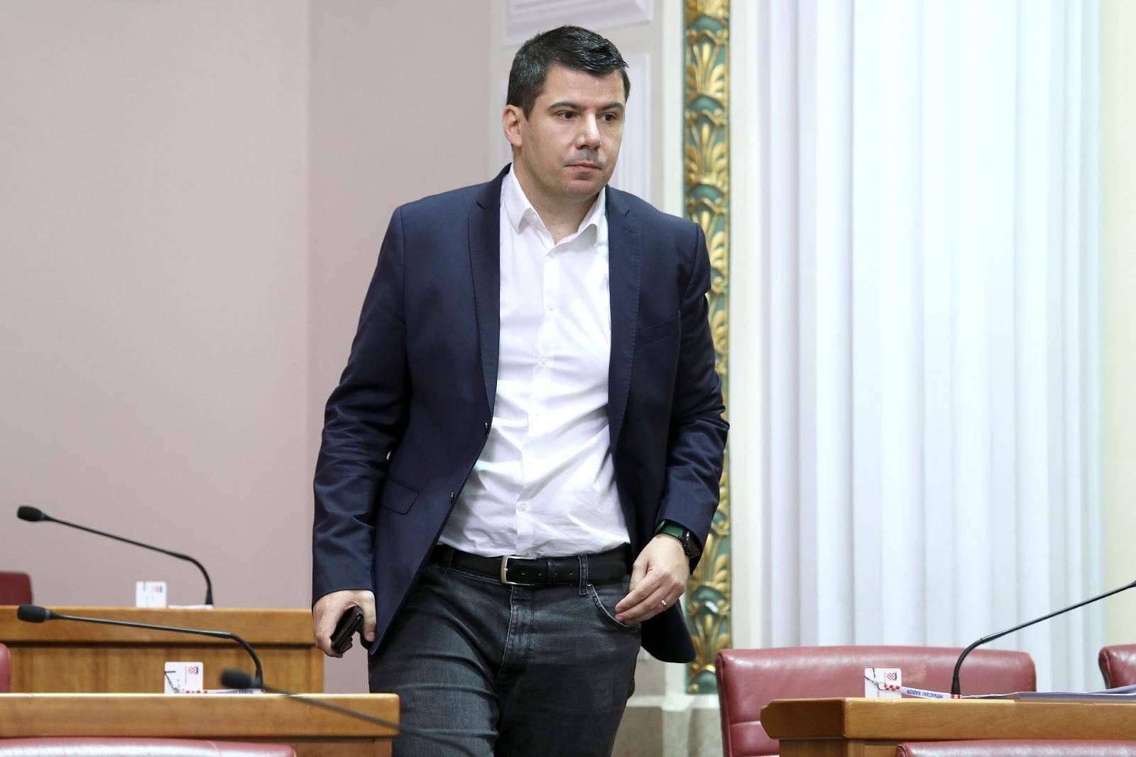 Zagreb: Sjednicu Sabora počeo Božo Petrov s još 8 zastupnika u Sabornici