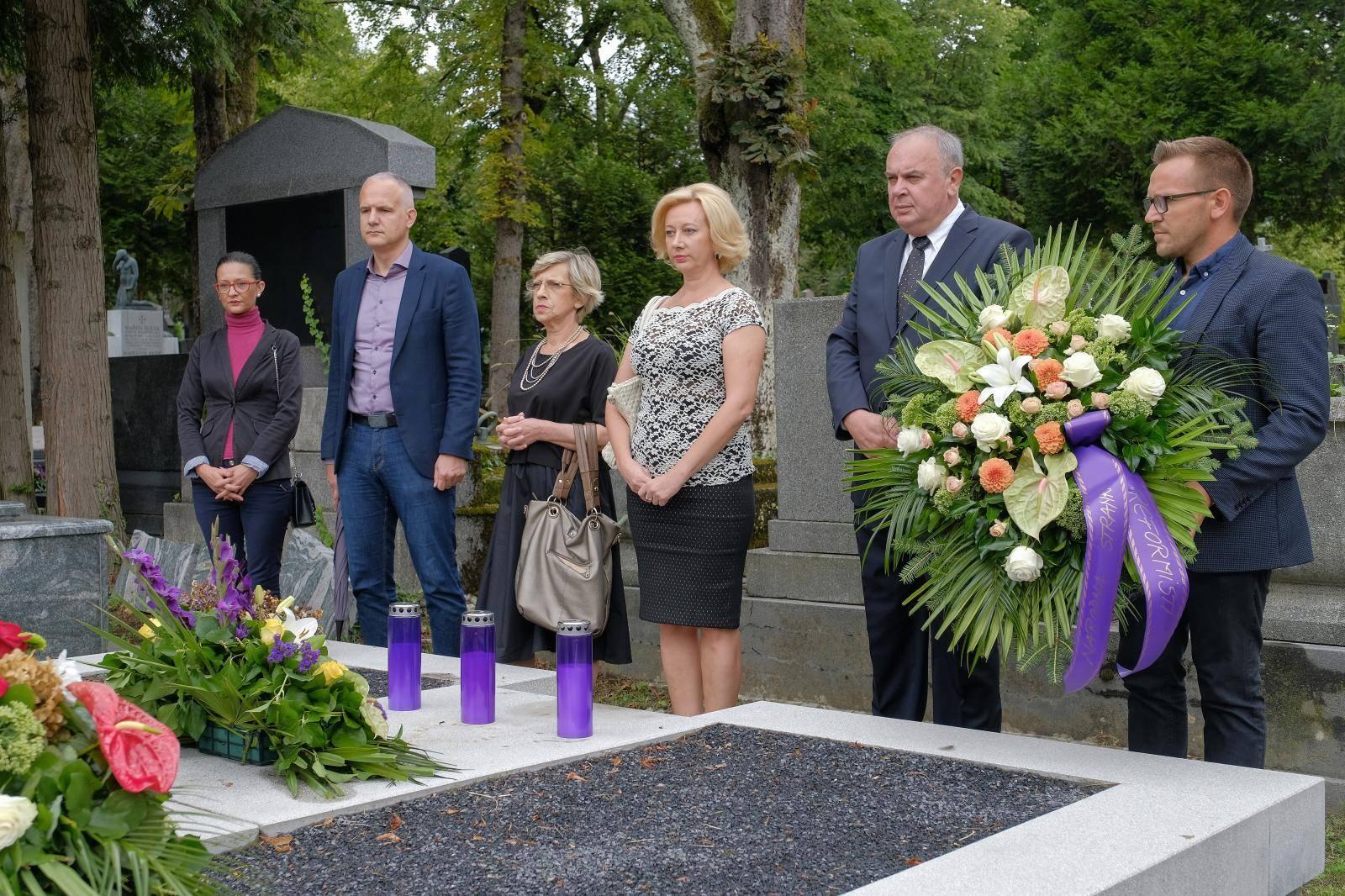 Zagreb: Reformisti položili vijenac na grobu Savke Dabčević Kučar
