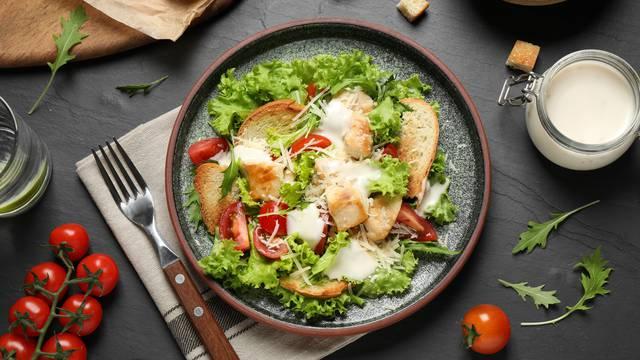 Fino i jednostavno: Cezar salatu možete lako spremiti kod kuće