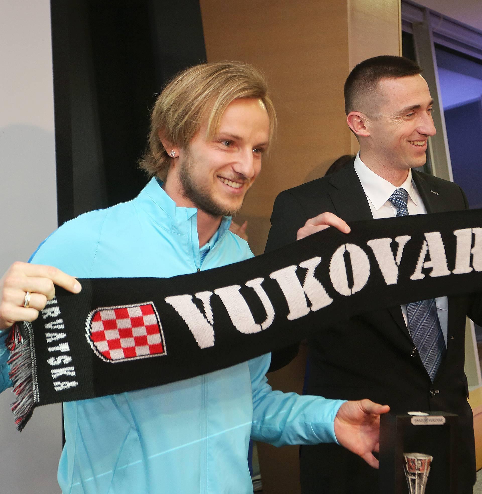 Rakitić dobio nagradu navijača pa donirao novac za Vukovar