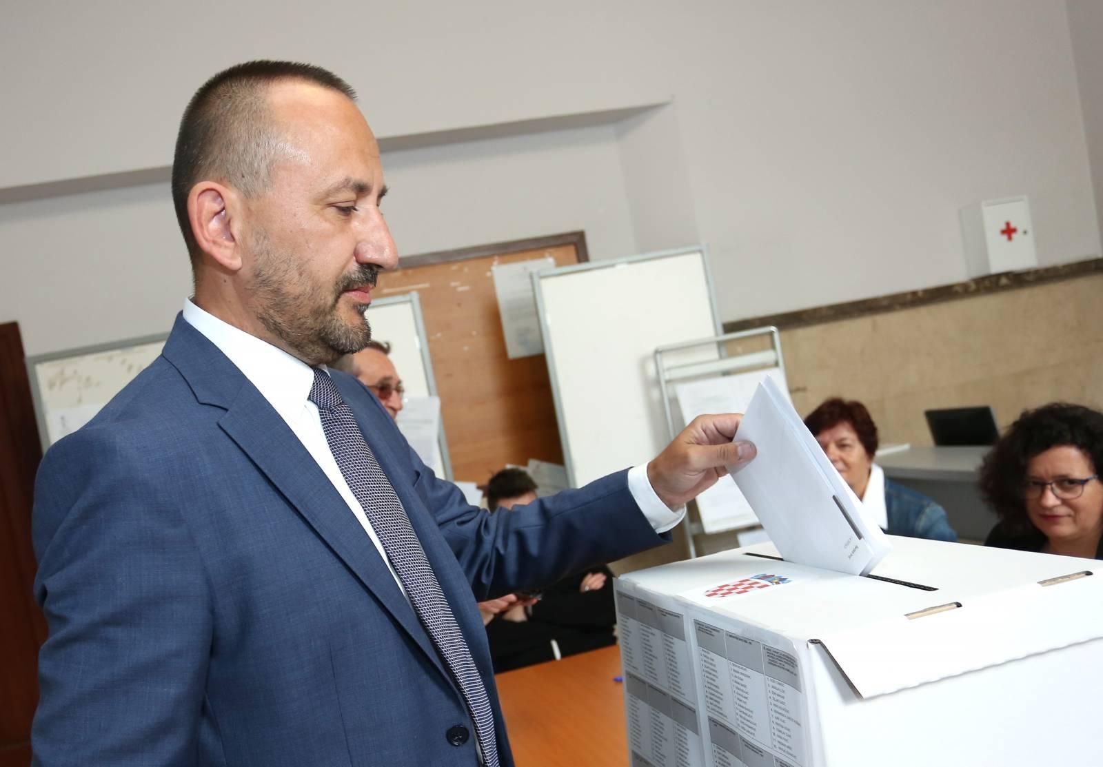 Šibenik: Hrvoje Zekanović glasova na izborima na EU parlament