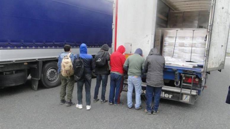 Ilegalci žele u EU: Skrivali se u hladnjaku i podvozju kamiona