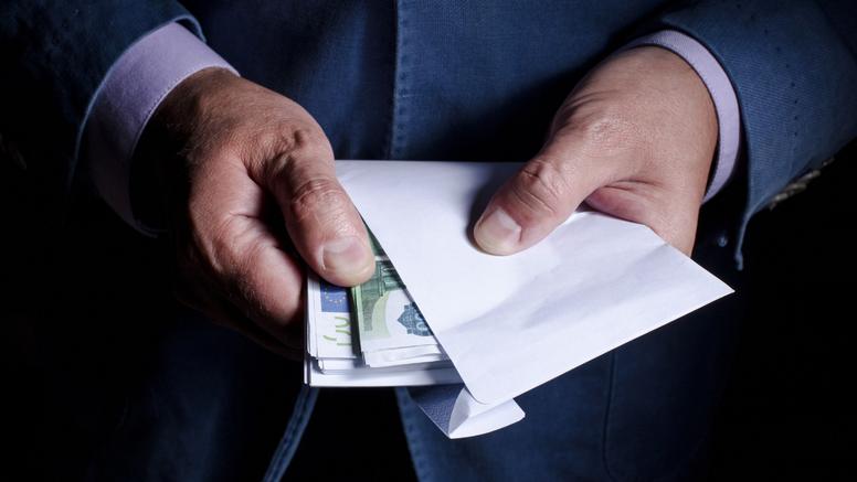 Istražuju njemačko ministarstvo financija: Ignorirali upozorenja o pranju više milijuna eura?