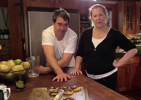 Amy Schumer suprug kuhar učio razna jela: Snimili su kulinarski show, stand-upu se još ne vraća