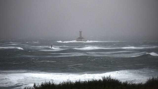 Premantura: Orkansko jugo privuklo znatiželjnike na Rt Kamenjak