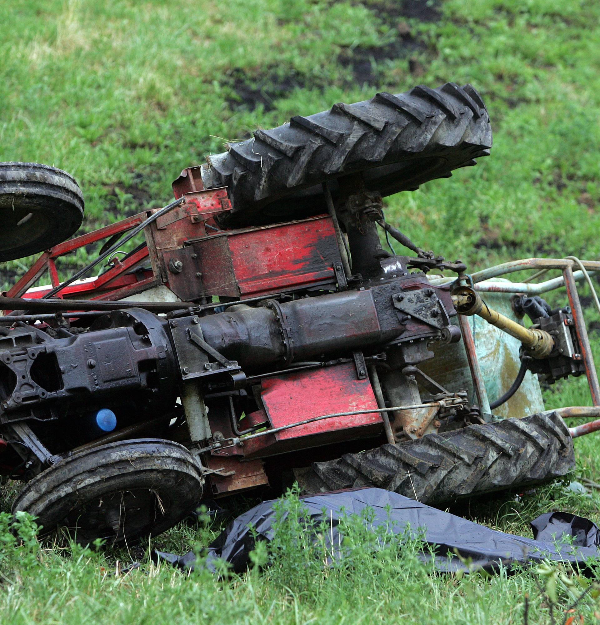 Traktorista (57) prikliještilo stablo u šumi, slomio je kičmu