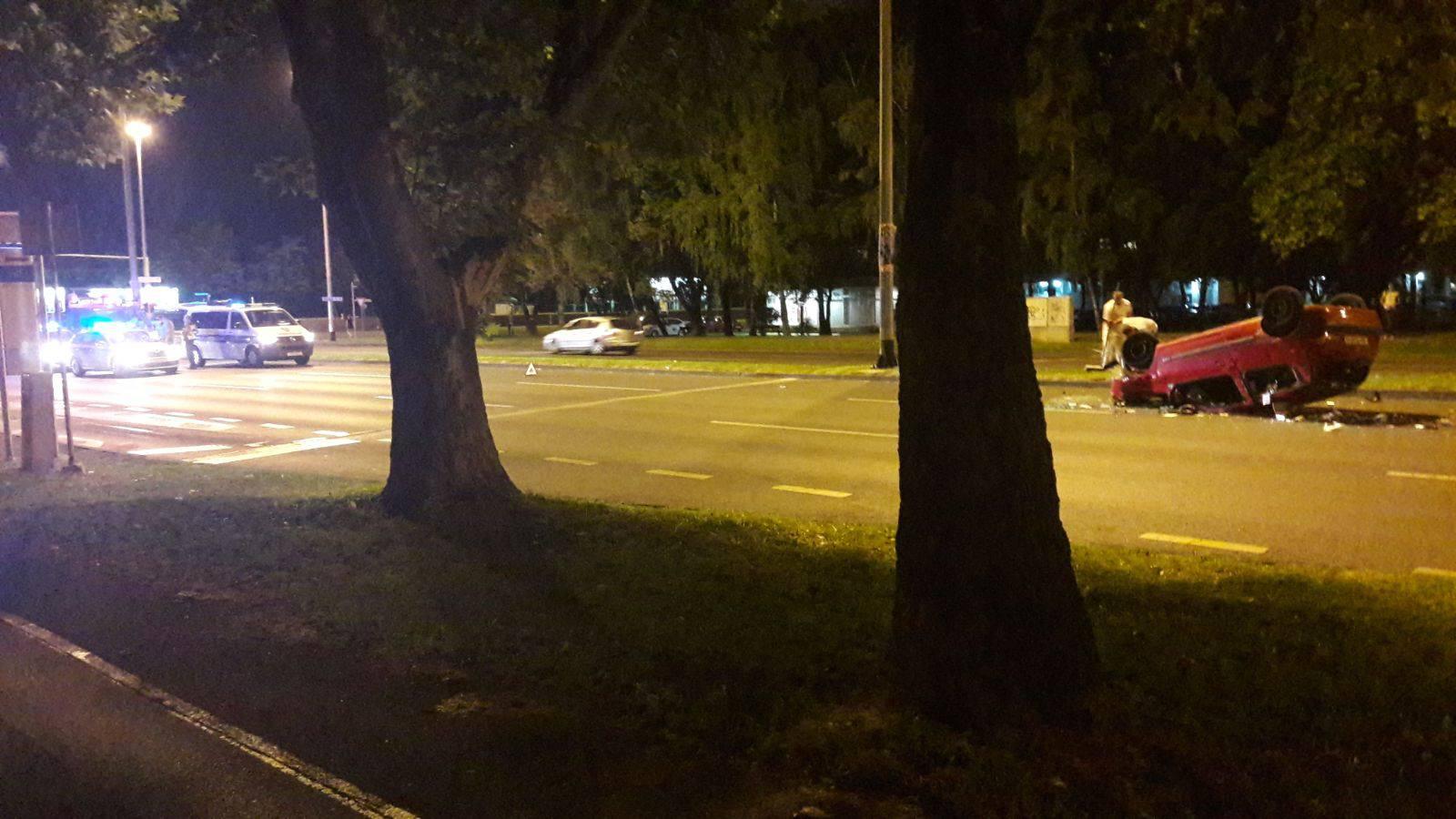 Nesreća u Zagrebu: Prevrnuo se automobil, vozač ozlijeđen