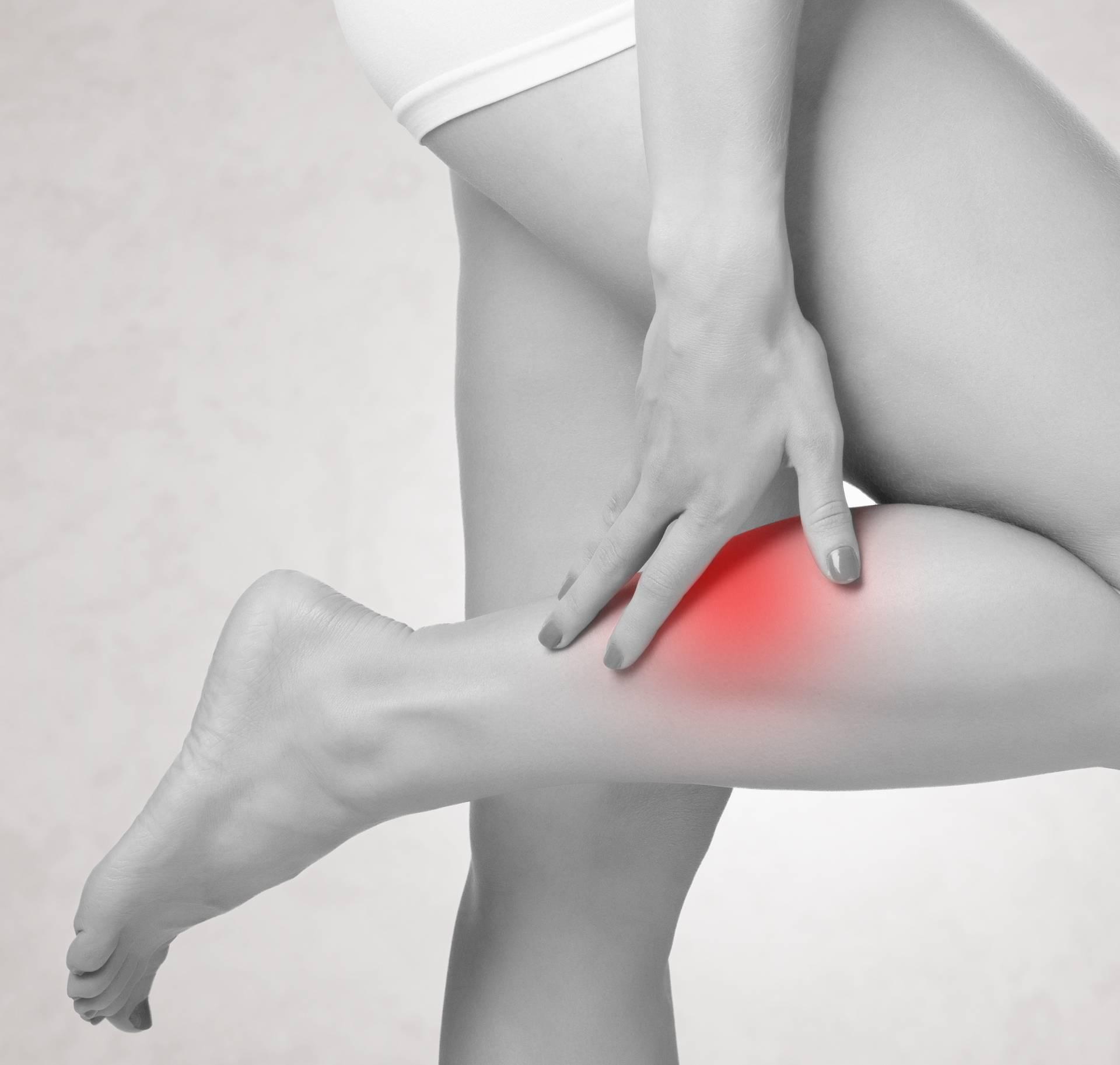 Grčevi u nogama: Ovo je 11 razloga zašto se javljaju noću
